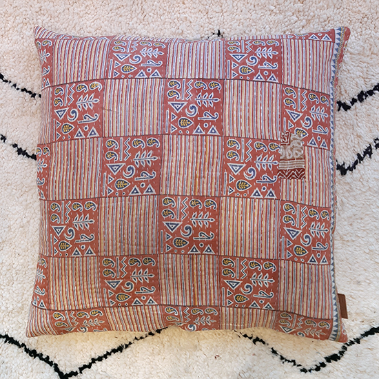 Q64807 XL Kantha Cushion